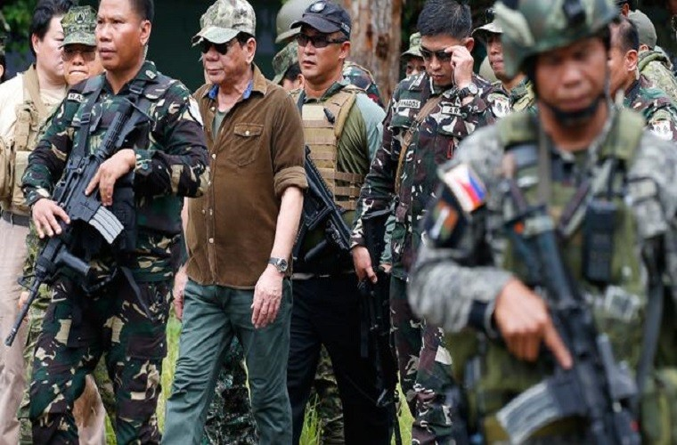 Nhung hinh anh dau tien ben trong Marawi, khi sach bong IS-Hinh-14