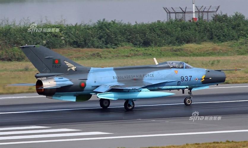 Chien dau co J-7: Con cung cua Khong quan Bangladesh-Hinh-2