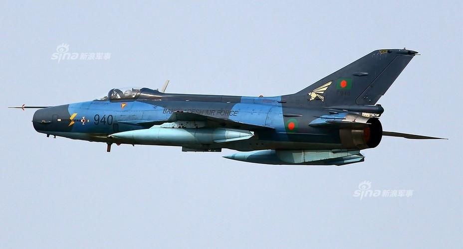 Chien dau co J-7: Con cung cua Khong quan Bangladesh-Hinh-4