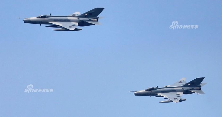 Chien dau co J-7: Con cung cua Khong quan Bangladesh-Hinh-5