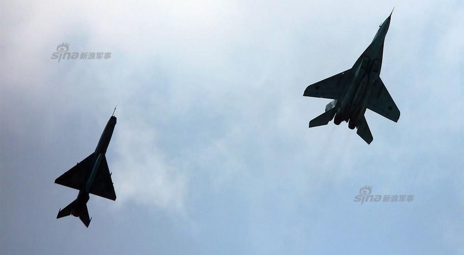 Chien dau co J-7: Con cung cua Khong quan Bangladesh-Hinh-8