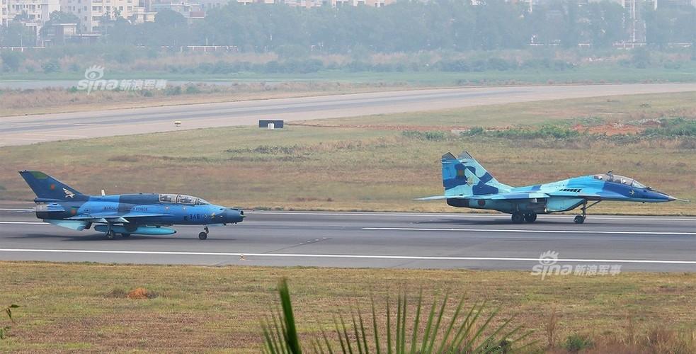 Chien dau co J-7: Con cung cua Khong quan Bangladesh
