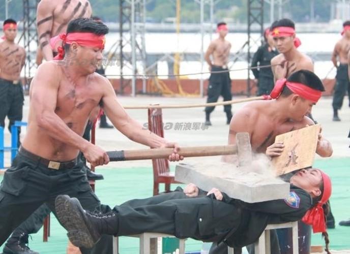 Nu Canh sat Co dong Viet Nam len bao nuoc ngoai-Hinh-4