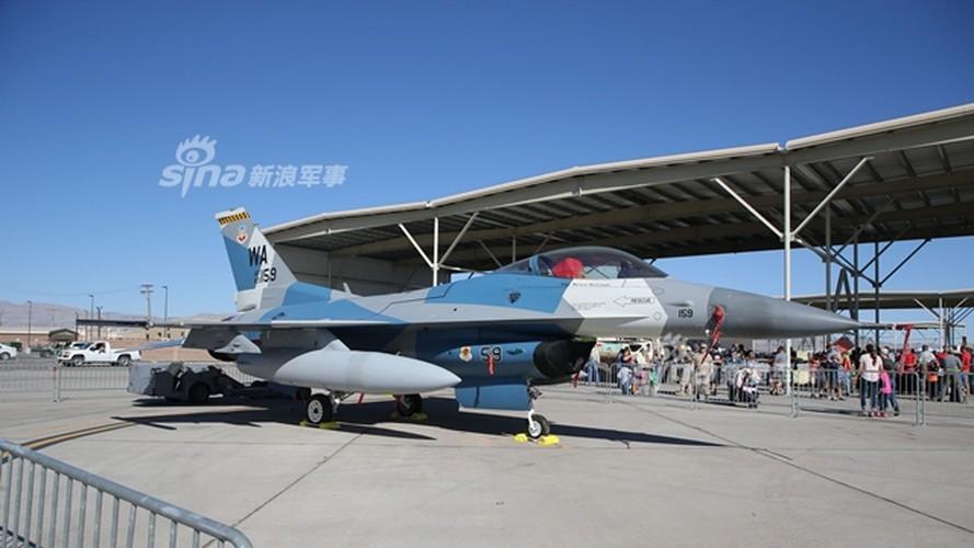 """Vi sao phi cong My lai hoc cach lai """"may bay"""" Nga?-Hinh-2"""