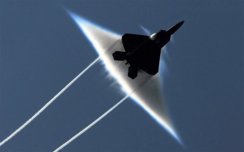 Ve dep day ma mi cua phi co F-22 Raptor giua dem-Hinh-10