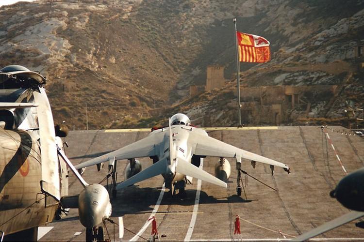 La ky chien dau co AV-8B co the bay nhu truc thang-Hinh-3