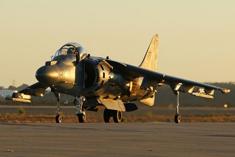 La ky chien dau co AV-8B co the bay nhu truc thang