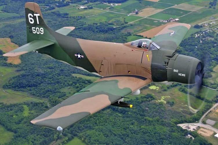 May bay cuong kich AD-1 Skyraider nhin tu nhieu goc do-Hinh-2
