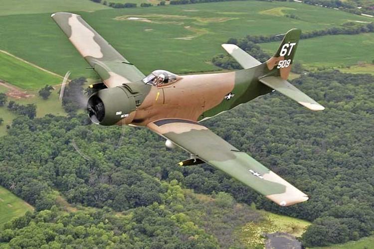 May bay cuong kich AD-1 Skyraider nhin tu nhieu goc do-Hinh-3