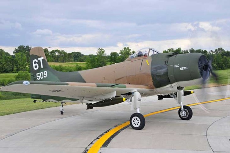 May bay cuong kich AD-1 Skyraider nhin tu nhieu goc do-Hinh-8