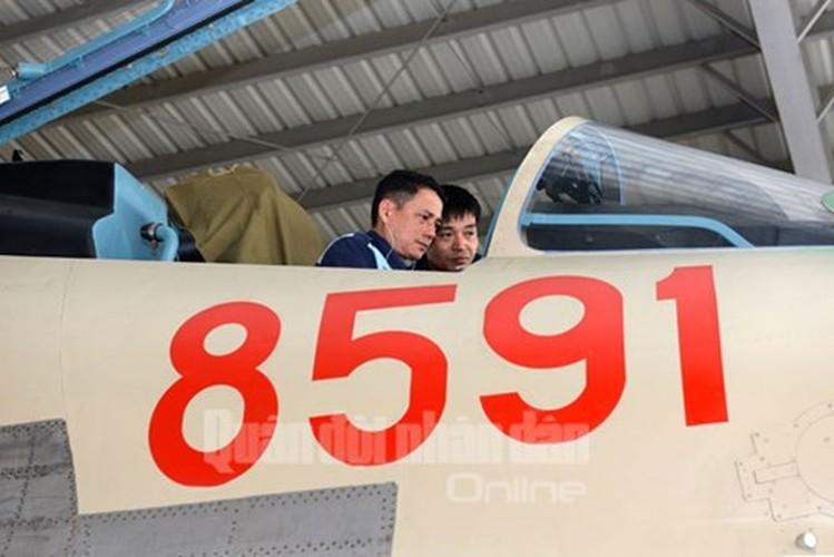 Muc kich may bay Su-30MK2 bay dem tren bau troi mien Bac-Hinh-3