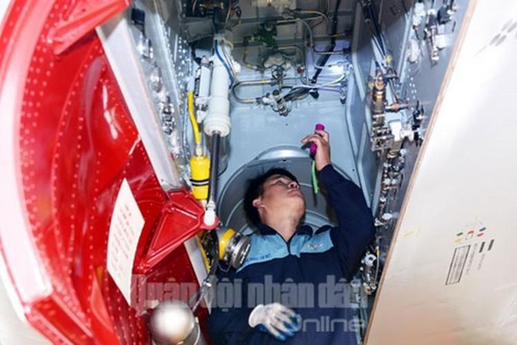 Muc kich may bay Su-30MK2 bay dem tren bau troi mien Bac-Hinh-4