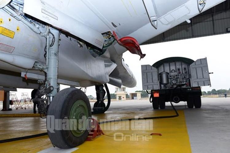 Muc kich may bay Su-30MK2 bay dem tren bau troi mien Bac-Hinh-6