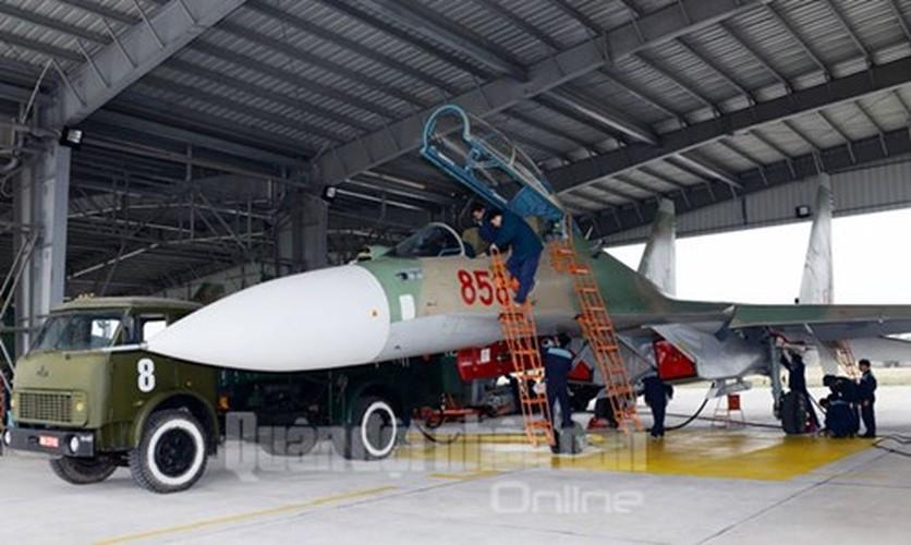Muc kich may bay Su-30MK2 bay dem tren bau troi mien Bac