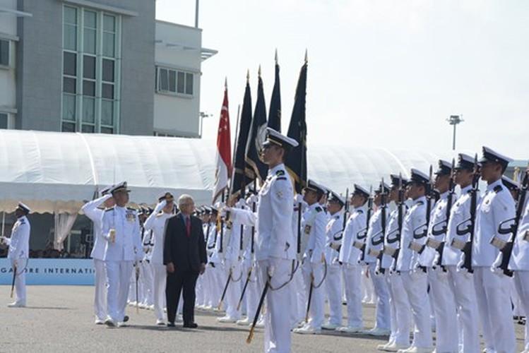 Anh HQND Viet Nam tham gia duyet binh lon o Singapore-Hinh-2