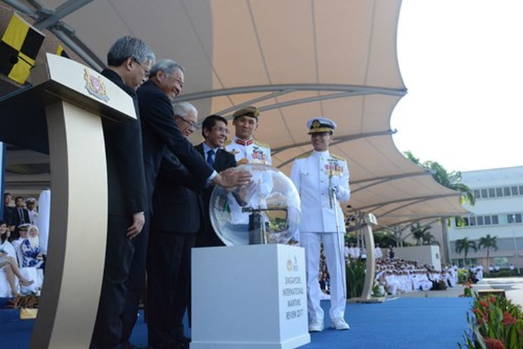 Anh HQND Viet Nam tham gia duyet binh lon o Singapore-Hinh-4