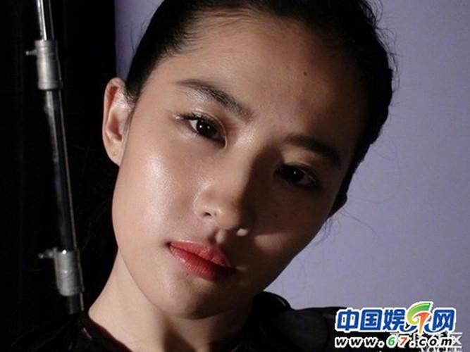 Boi chuan not ruoi dinh menh tren mat my nhan Hoa ngu-Hinh-3