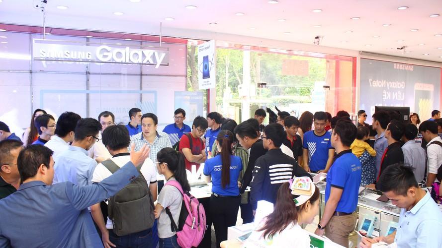 Ngung ban Samsung Galaxy Note 7, khach hang duoc boi thuong-Hinh-14
