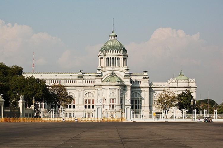 Cung dien nguy nga cua Nha Vua Thai Lan Bhumibol Adulyadej-Hinh-6
