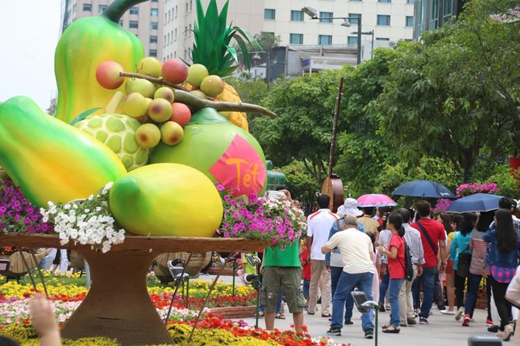 Nang nong gay gat, duong hoa trua mung 1 Tet van kin nguoi-Hinh-7