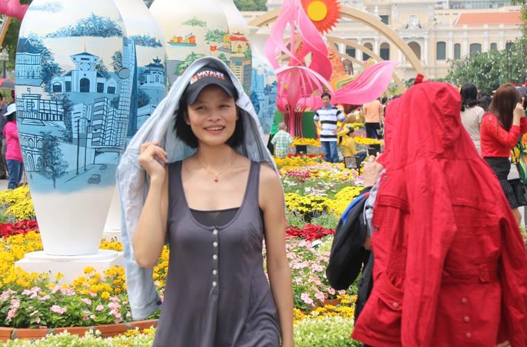 Nang nong gay gat, duong hoa trua mung 1 Tet van kin nguoi-Hinh-8