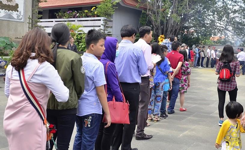 Mung 2 Tet Dinh Dau 2017: Duong den vieng chua o TPHCM