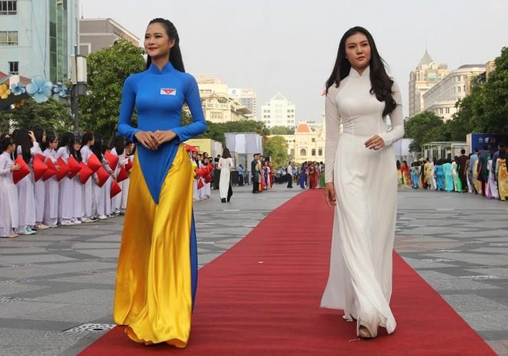 Hang nghin nu sinh mac ao dai xep hinh ban do Viet Nam-Hinh-6