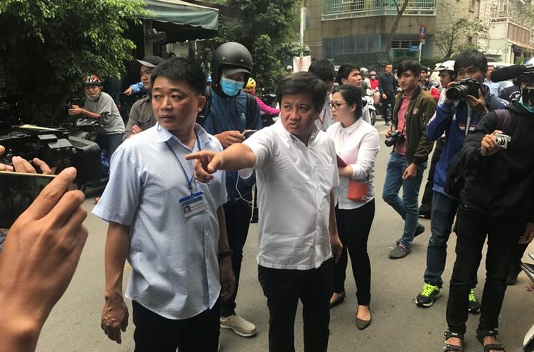 Anh: PCT quan 1 kien quyet dap bo tru so sinh hoat lan via he-Hinh-3