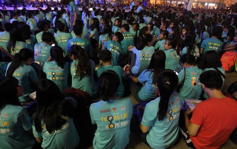 TPHCM: Hang nghin ban tre huong ung Gio trai dat-Hinh-2