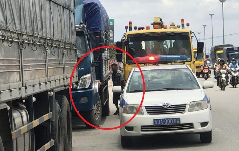 """Hang loat tai xe """"meu mao"""" vi dau xe an com bi phat 700 nghin!-Hinh-8"""