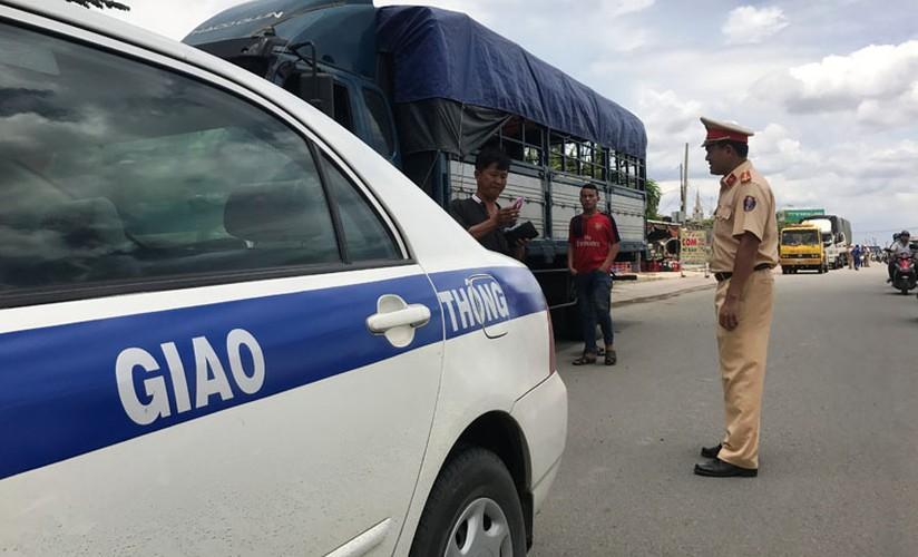 """Hang loat tai xe """"meu mao"""" vi dau xe an com bi phat 700 nghin!-Hinh-9"""