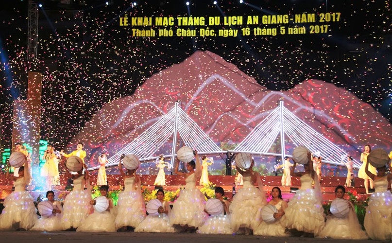 "Dem khai mac day mau sac ""An Giang - Non nuoc huu tinh""-Hinh-10"