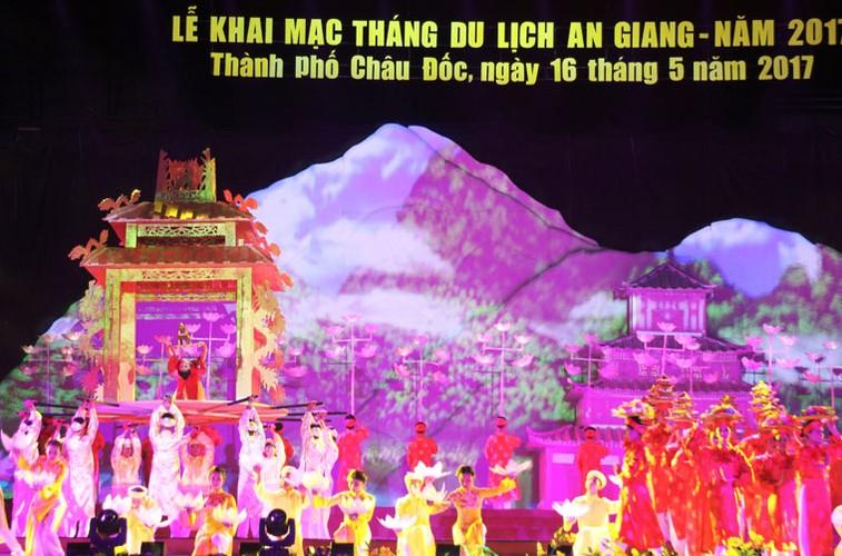 "Dem khai mac day mau sac ""An Giang - Non nuoc huu tinh""-Hinh-5"