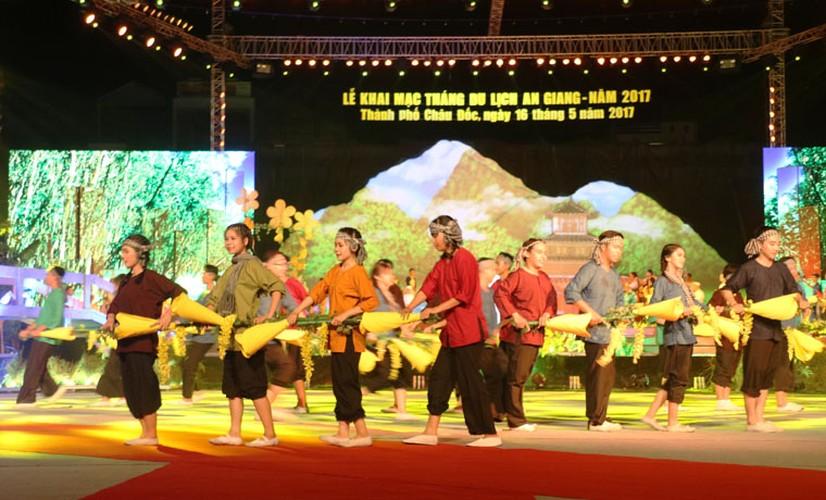 "Dem khai mac day mau sac ""An Giang - Non nuoc huu tinh""-Hinh-6"