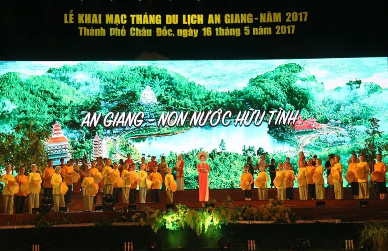"Dem khai mac day mau sac ""An Giang - Non nuoc huu tinh"""