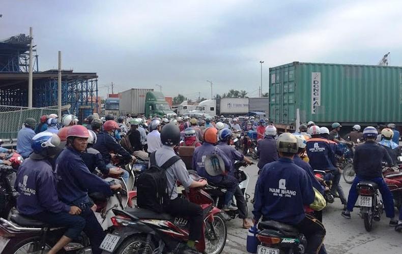 """Anh: Ket xe """"ky luc"""" tren nhieu tuyen duong vao cang lon nhat Sai Gon-Hinh-3"""