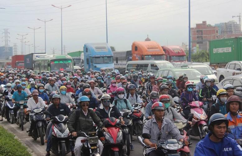 """Anh: Ket xe """"ky luc"""" tren nhieu tuyen duong vao cang lon nhat Sai Gon-Hinh-6"""