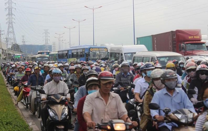 """Anh: Ket xe """"ky luc"""" tren nhieu tuyen duong vao cang lon nhat Sai Gon-Hinh-7"""