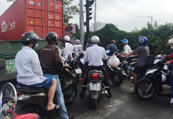 """Anh: Ket xe """"ky luc"""" tren nhieu tuyen duong vao cang lon nhat Sai Gon-Hinh-8"""