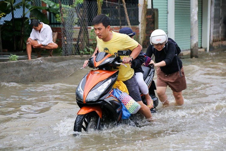 Anh: Nguoi dan TPHCM khon don vi trieu cuong dang cao-Hinh-6