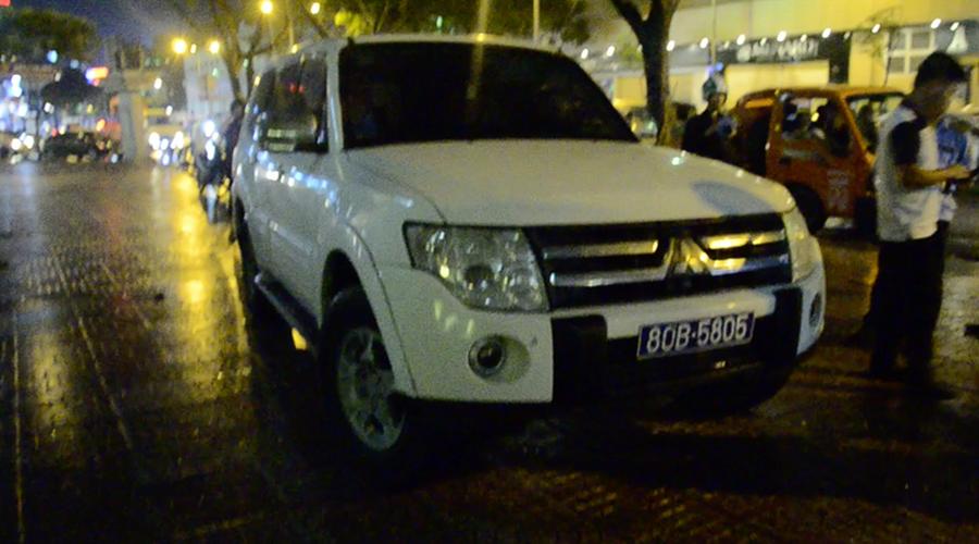 Xu ly xe bien xanh, ong Doan Ngoc Hai bi nhan vien khach san phan ung-Hinh-3