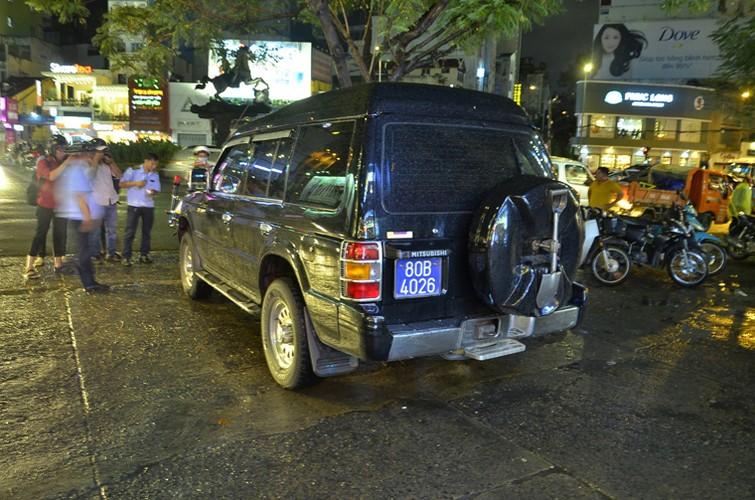 Xu ly xe bien xanh, ong Doan Ngoc Hai bi nhan vien khach san phan ung-Hinh-5