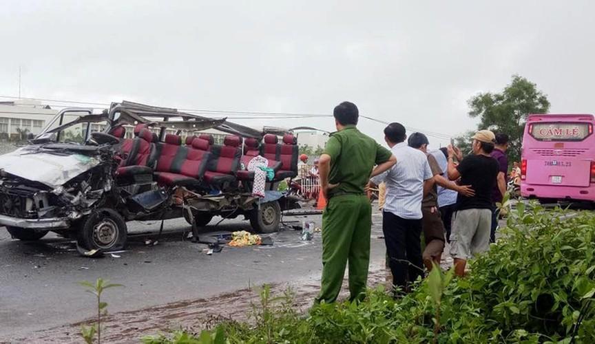 Hien truong 2 xe khach tong nhau truc dien o Tay Ninh-Hinh-4