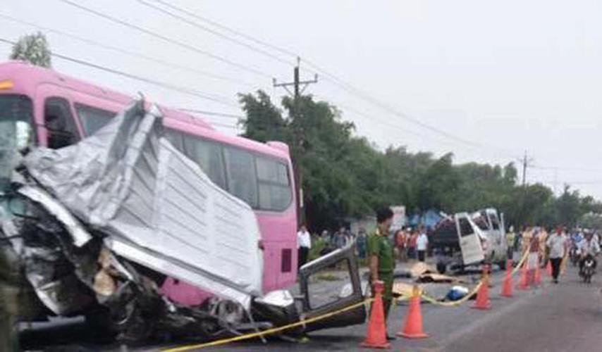 Hien truong 2 xe khach tong nhau truc dien o Tay Ninh-Hinh-8
