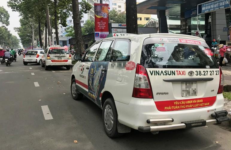 Bat chap du luan, VINASUN van treo bieu ngu chong Uber - Grab-Hinh-3