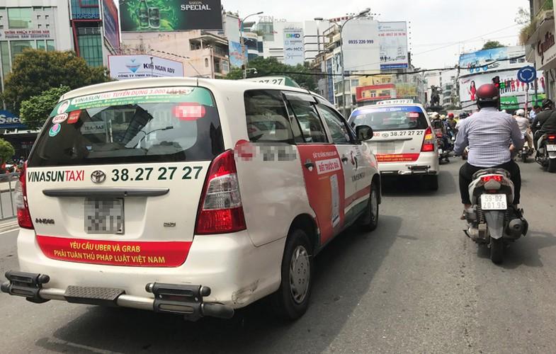 Bat chap du luan, VINASUN van treo bieu ngu chong Uber - Grab-Hinh-7