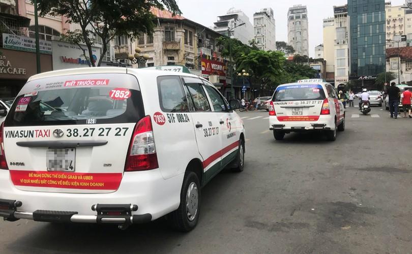 Bat chap du luan, VINASUN van treo bieu ngu chong Uber - Grab