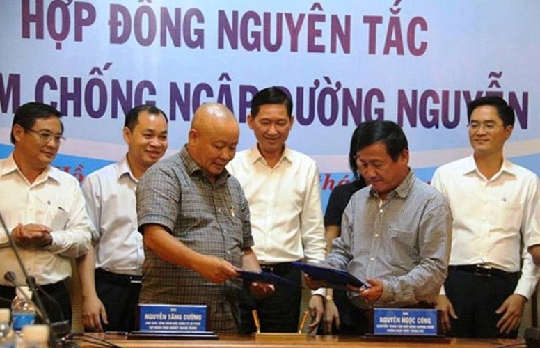 """May bom """"khung"""" hoat dong tot, duong Nguyen Huu Canh van ngap nang-Hinh-4"""