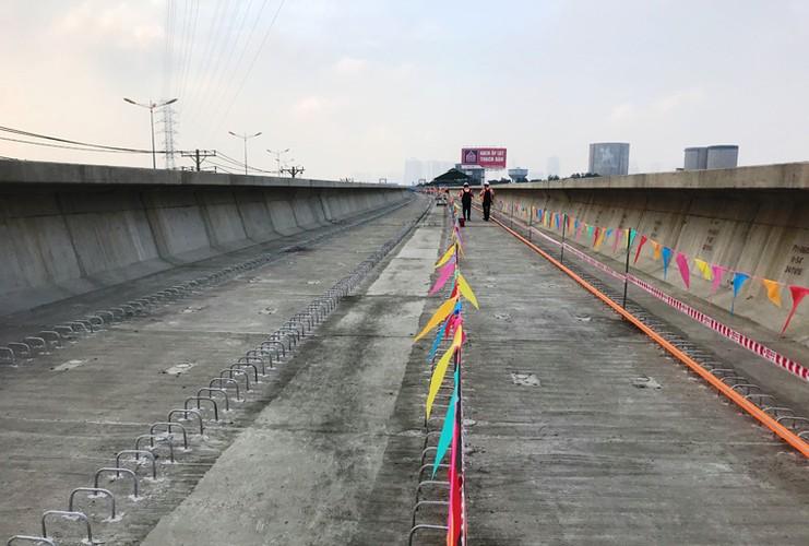 Can canh doan duong ray dau tien tren tuyen Metro Ben Thanh - Suoi Tien-Hinh-10