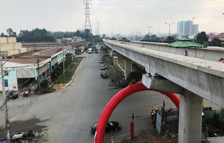 Can canh doan duong ray dau tien tren tuyen Metro Ben Thanh - Suoi Tien-Hinh-11